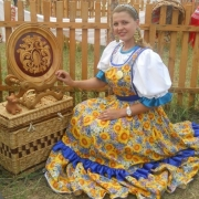 Артистку Омского хора пригласили на Первый канал