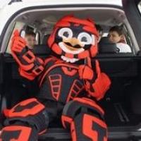 Юным хоккеистам показали автоцентр Toyota изнутри
