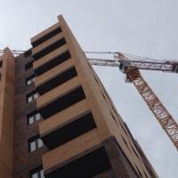 Омский школьник находится в крайне тяжелом состоянии после падения с 6 на 4 этаж на стройке