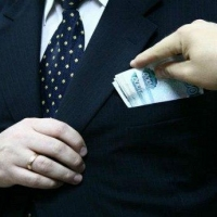 Омские муниципальные служащие несколько лет незаконно получали доплаты к пенсии