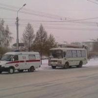 В Омске из автобуса вынесли человека без сознания
