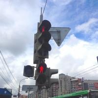 На перекрестке улиц Орджоникидзе и Булатова пешеходам обезопасили движение