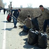 Сотрудники омских министерств прибрались на берегу Иртыша
