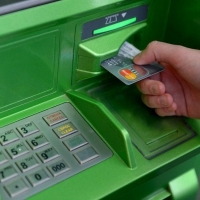 На Центральном рынке в Омске установили первый банкомат