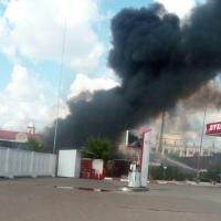При пожаре у автозаправки пострадали три человека