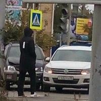 В Омске на перекрестке с неработающим светофором столкнулись два авто