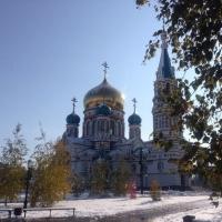 В центре Омска при столкновении машин пострадали женщина и ребенок