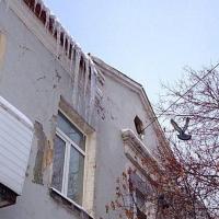 Назаров требует очистить омские крыши от снега и сосулек