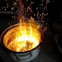 Трое жителей Омской области забыли про мясо на плите и погибли от угарного газа