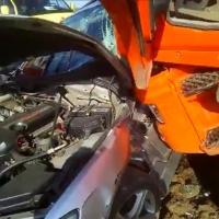 Под Омском лихач на Toyota Altezza попал под «КамАЗ» ремонтных рабочих