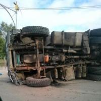 Под Омском опрокинулся МАЗ, водитель в больнице