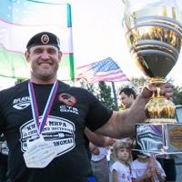 Омич Михаил Шивляков обошел соперников во всех конкурсах и взял Кубок мира по силовому экстриму