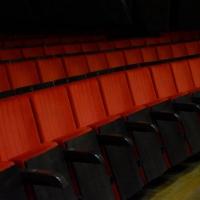 Комфортные кресла для омичей в музтеатр привезут только в конце сентября