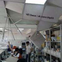 В Омске на «Почте России» рушится потолок [Фото]