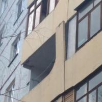 На одном из омских домов отошла балконная плита