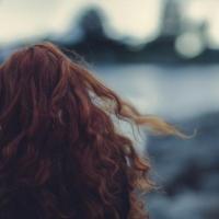 Полицейские ищут 15-летнюю омичку с рыжими волосами