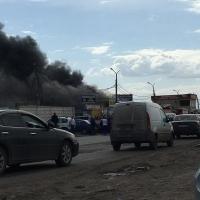 На левобережной оптовке в Омске горят три павильона