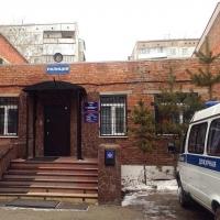 В Омске рецидивист украл из кафе продукты, пистолет и два кинжала