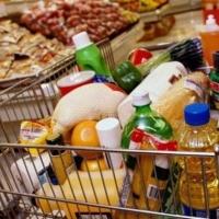 В Омской области продолжают дешеветь огурцы и помидоры