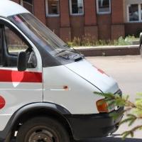 Пьяный омич, которого на «скорой» везли в больницу, выбил стекло в спецмашине