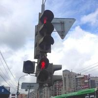 В Омске на перекрестке Орджоникидзе и 31-й  Северной исключили конфликт «транспорт-пешеход»