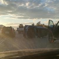 В Омске на выезде с РЭБа произошла авария, перевернулся джип