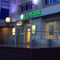 Таксист в Омске украл 20 тысяч рублей с карты пьяного пассажира