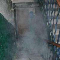 В подъезде многоквартирного дома омич поджег мусор