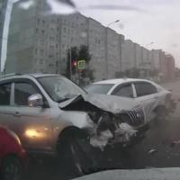 В ДТП на 24-ой Северной в Омске пострадало четыре человека (видео)