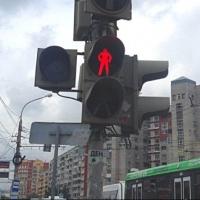 Омич решил перейти дорогу на «красный» и погиб