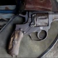 Омский пенсионер незаконно хранил в гараже револьвер