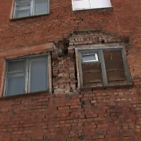 Омичей из дома с рухнувшей стеной расселят только в 2020 году