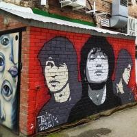 В центре Омска неизвестные испортили свежее граффити