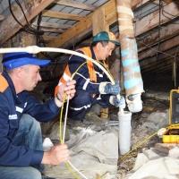 В Омске злостным должникам отключают воду и электричество