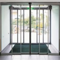 Почему стоит применять автоматические стеклянные двери