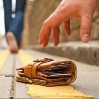 Омич нашел и вернул владельцу кошелек с 275 000 рублей за «спасибо»