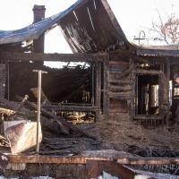 На пожаре в частном доме Омска погибла 14-летняя девочка