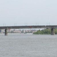 Об опасном скоплении омичей на Ленинградском мосту будет предупреждать щит