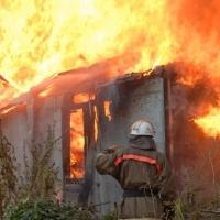На пожаре в Омской области погибла 80-летняя женщина