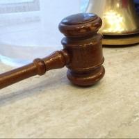 Суд оставил без изменений решение в отношении бывшего омского пристава