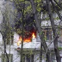Омичка после ссоры убила трех мужчин и подожгла их квартиру