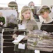 Посетители становятся  экспонатами бесконечной выставки