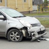 Восстание машин в Омске: Ниссан без водителя въехал в ограждение