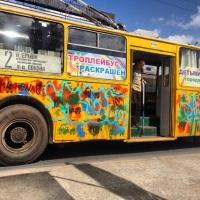 Маленькие омичи раскрасят троллейбусы