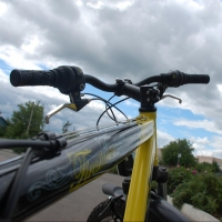 Юный житель Крутинки врезался на велосипеде в ВАЗ