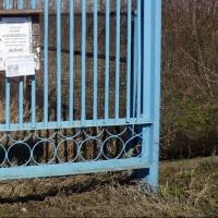 Омич спилил металлические ворота из своего же гаражного кооператива