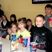 Для воспитанников омского детского дома устроили показ мультфильма и мастер-класс по боди-арту
