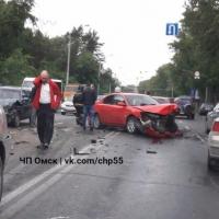 Утро добрым не бывает: в Омске массовое ДТП на Красном Пути