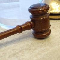В Омске бывший судебный пристав забрал имущество должника