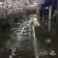 В Омске во время ливня затопило гипермаркет «Лента» на Московке